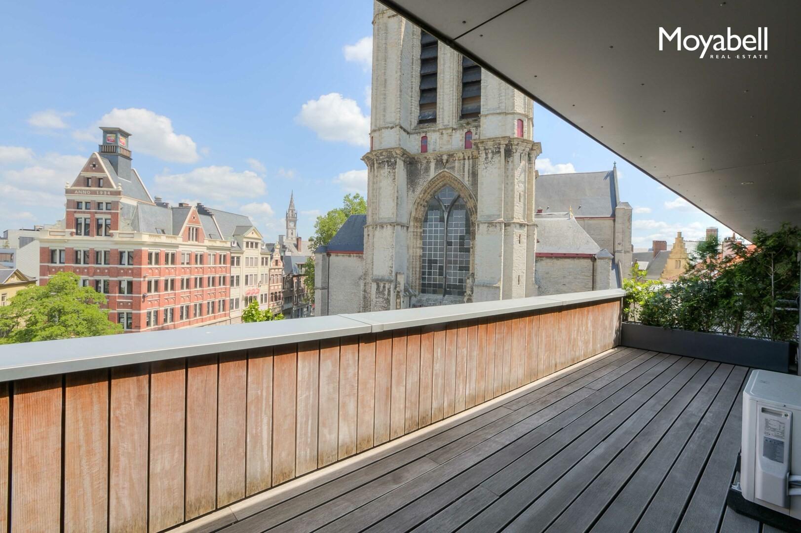 Penthouse met 2 terrassen op 50 meter van de Graslei