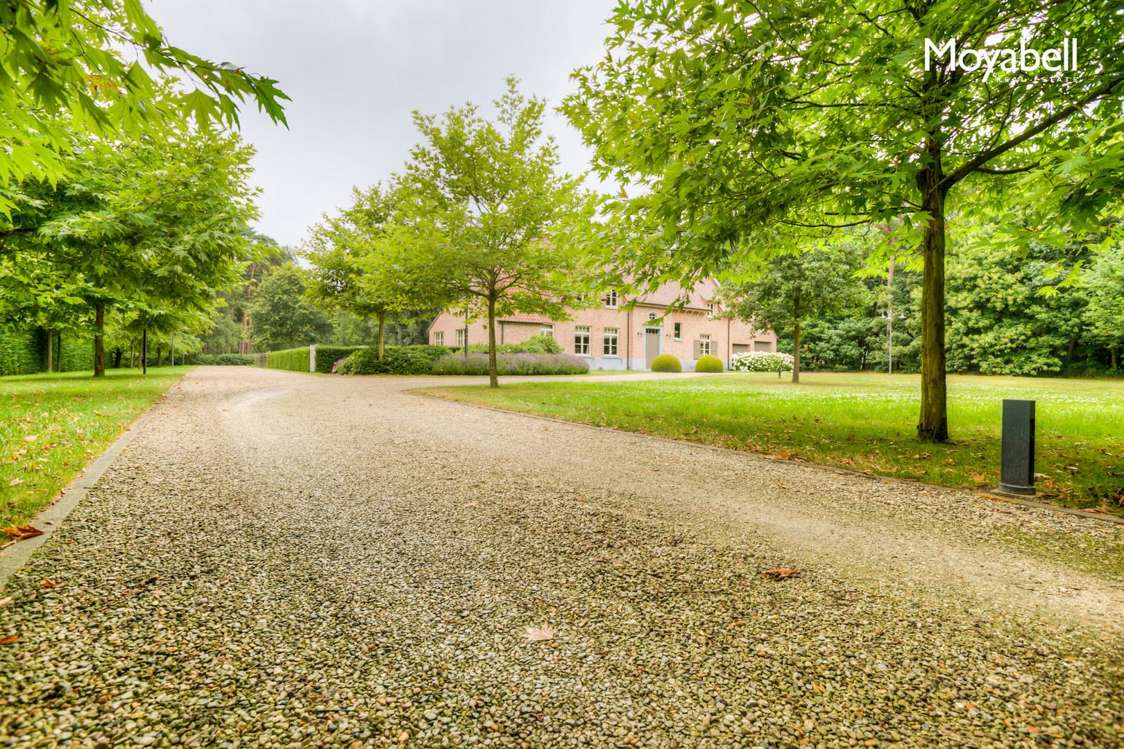 VERKOCHT!  Prestigieuze villa op een domein van 15.000 m2.