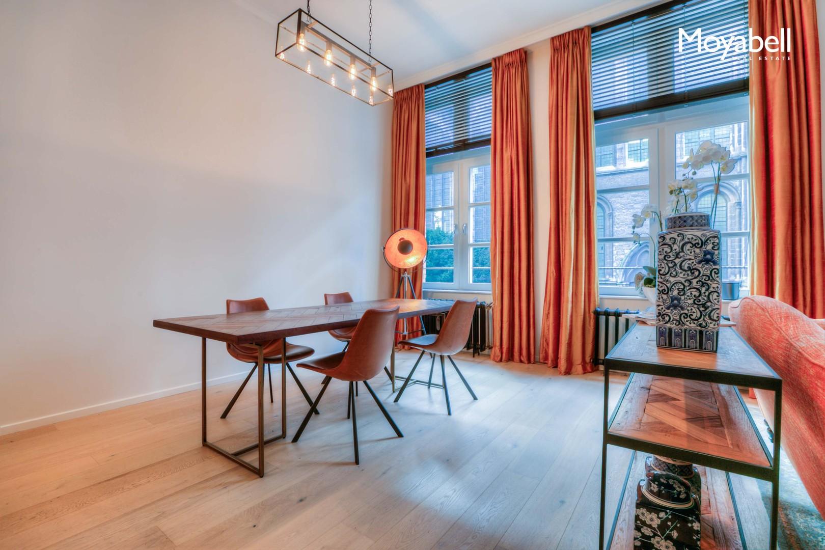 """""""State of the Art"""" appartement gelegen in hartje Gent tussen het Belfort en het Post Plaza Gebouw in de Korenmarkt"""