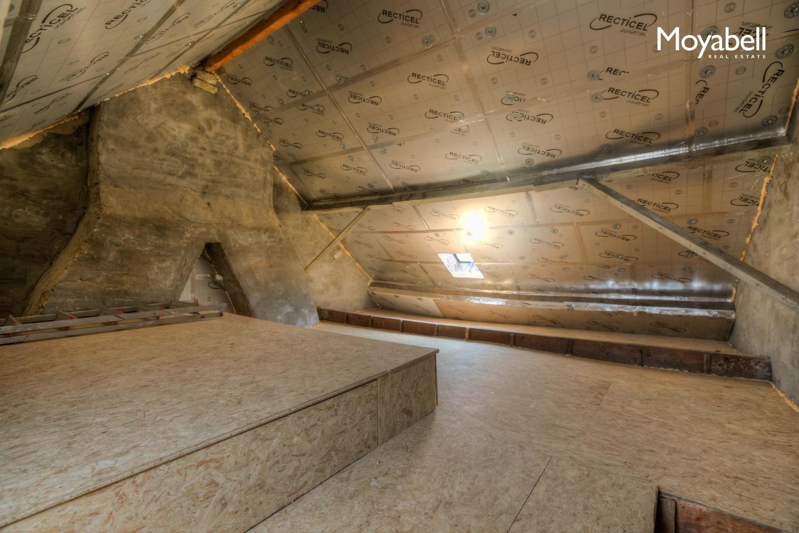 Top gelegen te renoveren woning in hartje Gent nabij de veldstraat en de Kouter