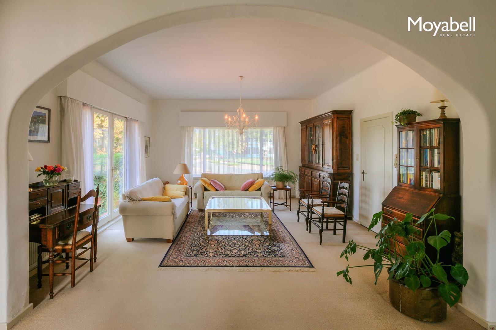 Statige villa met praktijk in groene omgeving